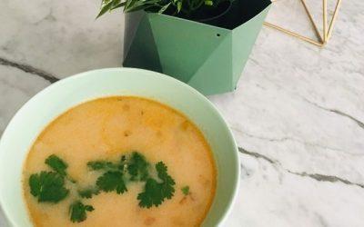Sopa picante tailandesa de calabaza